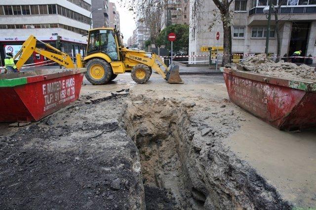 Máquina excavadora trabajando en Madrid
