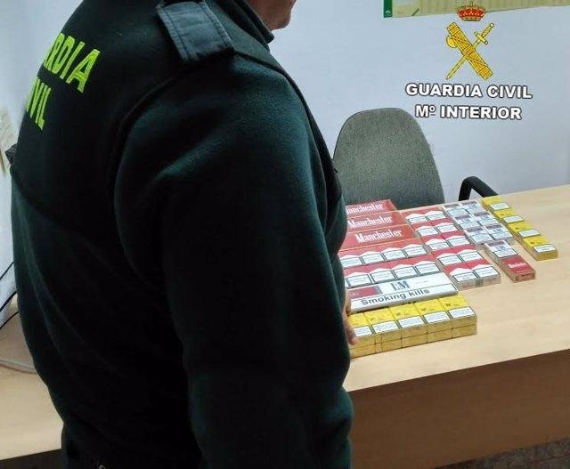 Paquetes de tabaco intervenidos en Adra