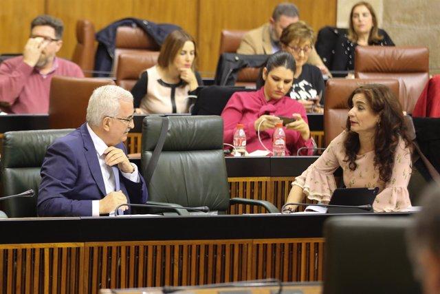 El vicepresidente Jiménez Barrios (izda) y la consejera Montero en el Parlamento