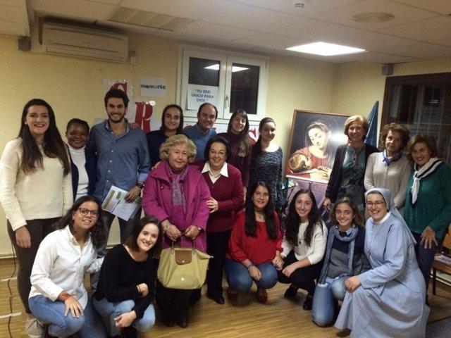 Alumnos en el servicio social del Colegio Nuestra Señora del Recuerdo
