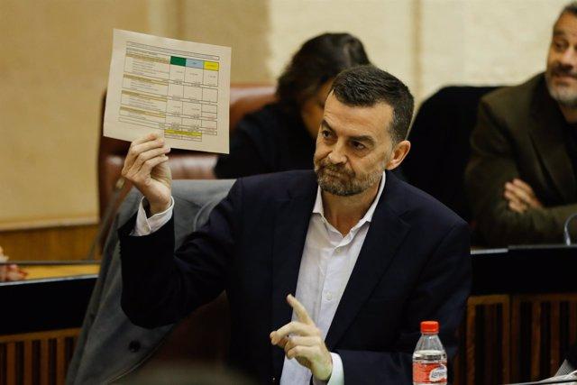 El líder de IULV-CA, Antonio Maíllo, pregunta a Susana Díaz en el Parlamento
