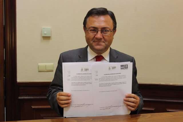 Heredia (PSOE) pide información sobre el Brexit y efecto en la Costa del Sol