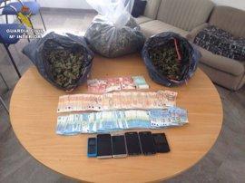 Frustran una importante venta de marihuana con más de tres kilos intervenidos y siete detenidos en Pinos Puente