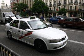 """Ayuntamiento reitera el apoyo a reivindicaciones del taxi y aumentará el control policial sobre """"captaciones ilegales"""""""