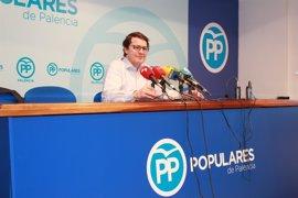 """Mañueco anima a los militantes a votar en una jornada de """"absoluta normalidad"""""""