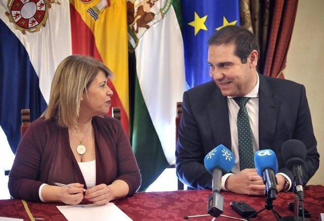 La alcaldesa de Jerez, Mamen Sánchez, y el de Jabugo, José Luis Ramos.