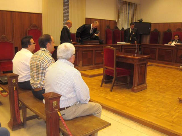 Juicio a Miguel Martínez Múrez, sentado al final del banco