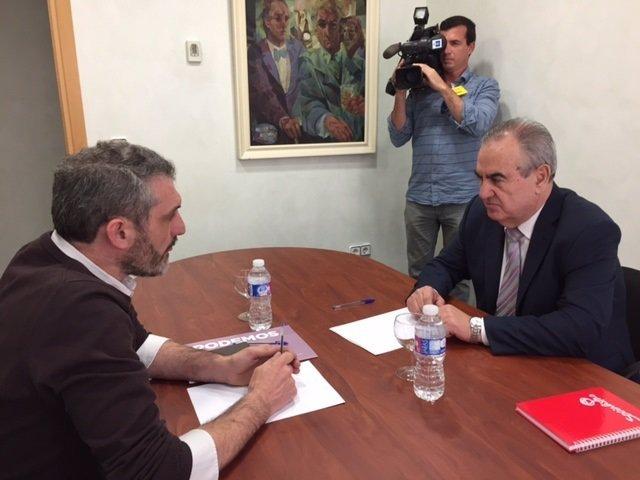 Imagen de la reunión entre González Tovar y Urralburu
