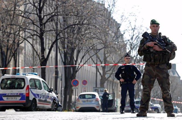Despliegue de policías y militar por el paquete bomba en la sede del FMI