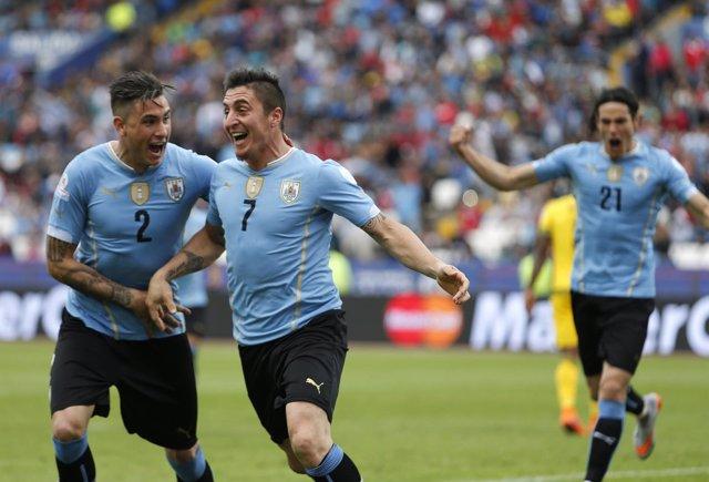 Uruguay vence a Jamaica en su debut con gol del Cebolla Rodríguez