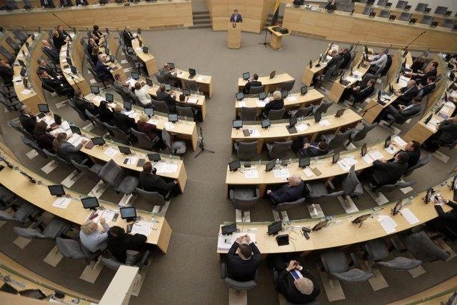 Vista general del hemiciclo del Parlamento de Lituania en Vilna.