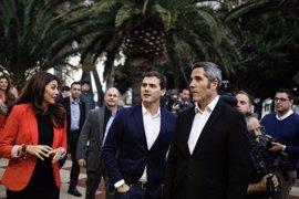 """Rivera aplaude el trabajo de Ciudadanos en Andalucía y critica que con el PP en la oposición """"no se ha movido nada"""""""