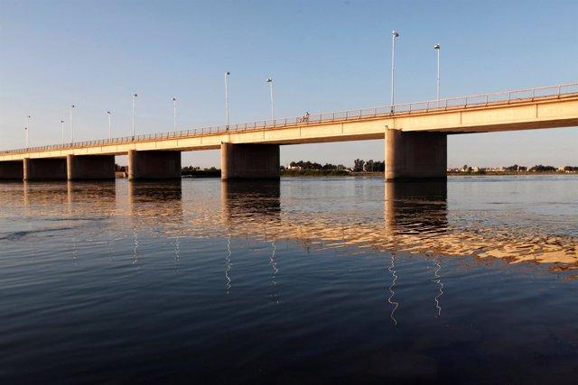 El río Éufrates a su paso por la provincia siria de Raqqa