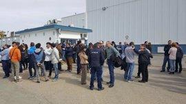 Concentración de trabajadores de Alestis San Pablo contra el ajuste de plantilla