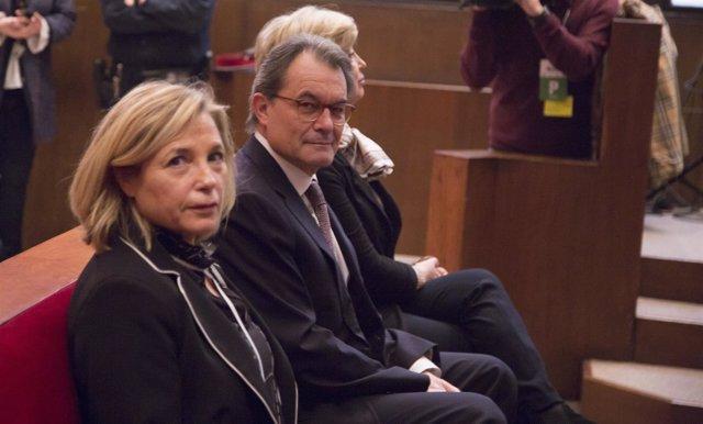 Artur Mas, J.Ortega e I.Rigau en la sala del juicio por la consulta del 9N
