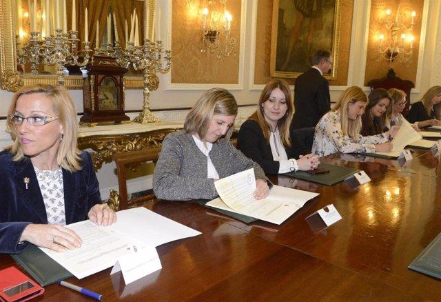 Firma convenios de Diputación de Cádiz con colectivos sociales