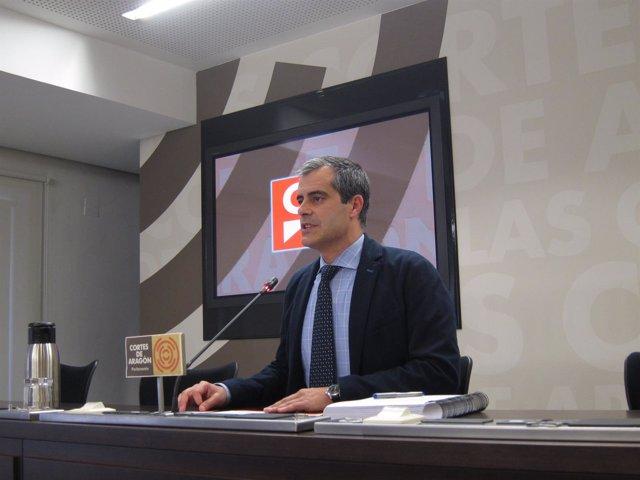 El diputado de Cs, Javier Martínez, en rueda de prensa en las Cortes
