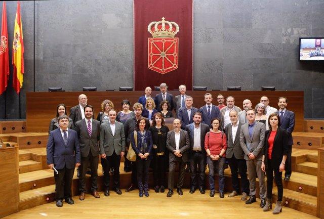 Parlamentarios forales y miembros de la Comisión de Discapacidad del Congreso