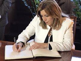 """Susana Díaz: Rajoy debe ser """"consciente de su debilidad"""" y no querer """"seguir con el rodillo"""""""