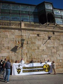 Concentración Ante La Casa Lis Contra La Mina De Retortillo.