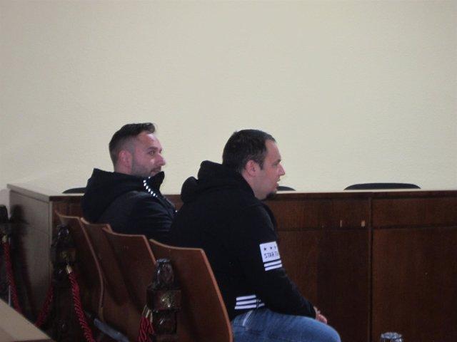 Los dos acusados durante el juicio