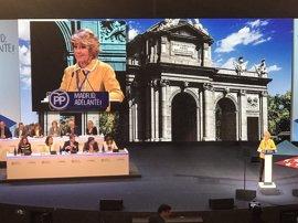 Esperanza Aguirre acaba llorando tras recibir una larga ovación en su primer congreso del PP de Madrid como expresidenta