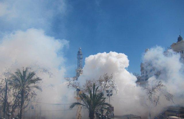 Imagen de la 'mascletà' de este 17 de marzo a cargo de Pirotecnia Turis