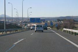 Retenciones en las carreteras de Madrid y Barcelona al inicio del Puente de San José