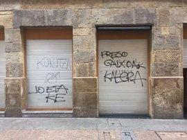 Aparecen pintadas en el batzoki del Casco Viejo de Bilbao pidiendo la vuelta a casa de los presos de ETA enfermos