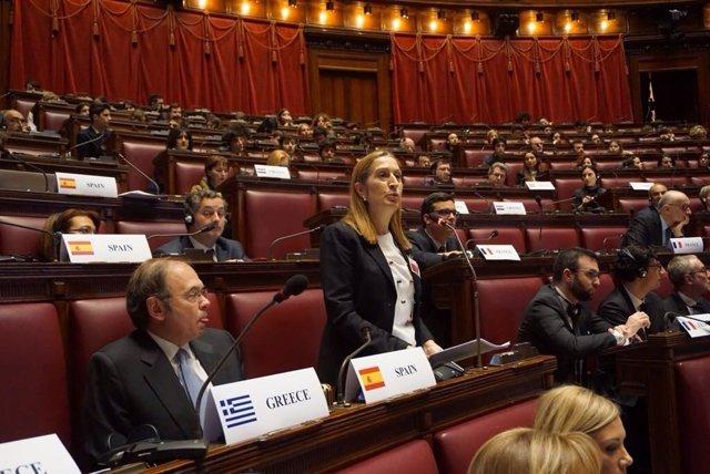 La presidenta del Congreso, Ana Pastor, acompañada por el presidente del Senado