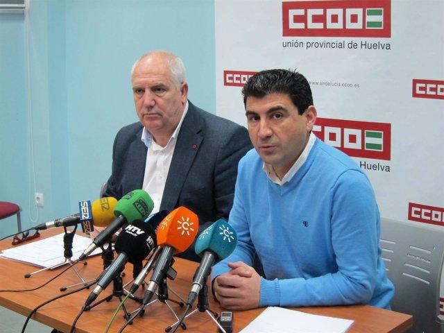 El secretario general de CCOO en Huelva, Emilio Fernández, y Francisco Carbonero