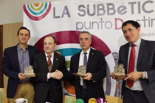 Pérez y Hernanz, (centro) durante el encuentro mantenido