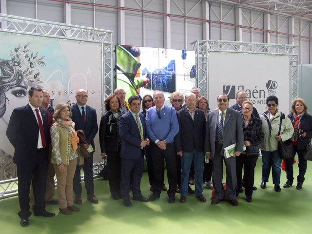 Encuentro con miembros de la Casa de Jaén en Córdoba en la Feria de los Pueblos