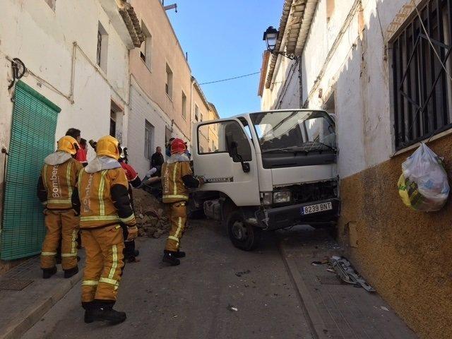 El camión venía de recoger los restos de una obra