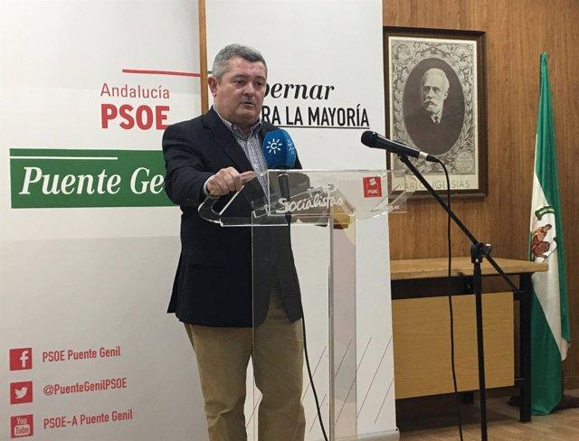 El portavoz de Hacienda del PSOE-A, José María Ruiz, en rueda de prensa