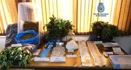 Detenidos en Ribeira dos individuos con antecedentes por tráfico de drogas