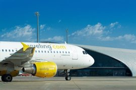Desembarcan los pasajeros de los aviones de Vueling inmovilizados en París Orly