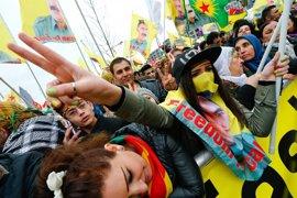 Unos 30.000 kurdos salen a las calles de Frankfurt para protestar contra el referéndum de Erdogan