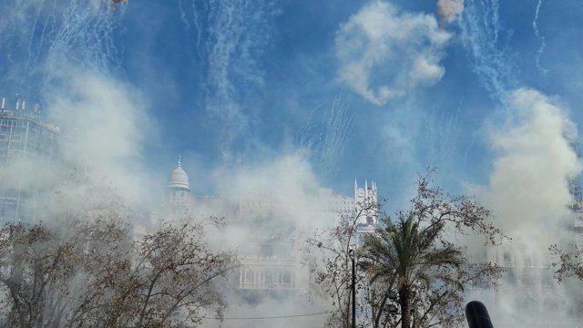El disparo de Reyes ha nublado la vista en la plaza del Ayuntamiento