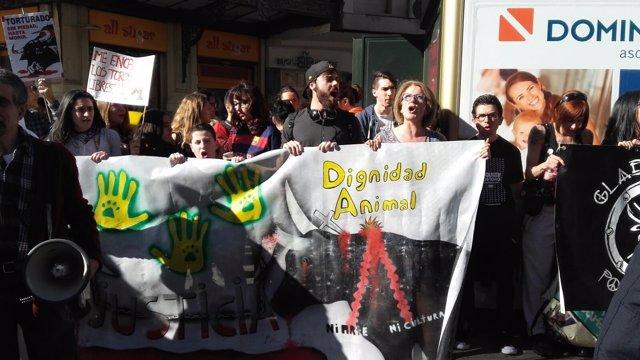 Los manifestantes han protestado en coincidencia con una corrida