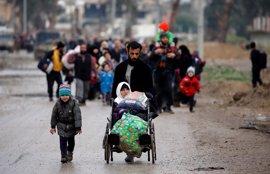 Miles de civiles huyen de los combates en la Ciudad Vieja de Mosul