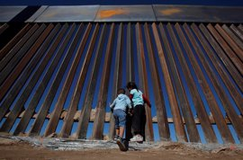 """EEUU busca propuestas para un muro con México """"físicamente imponente"""""""