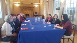 La directora del proyecto europeo Global Schools conoce las iniciativas impulsadas por la DPZ