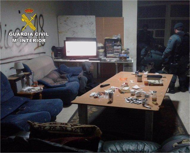 El local contaba con sofás para el consumo de drogas