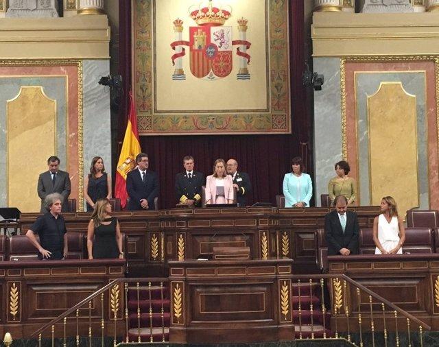Ana Pastor y el resto de miembros de la Mesa del Congreso