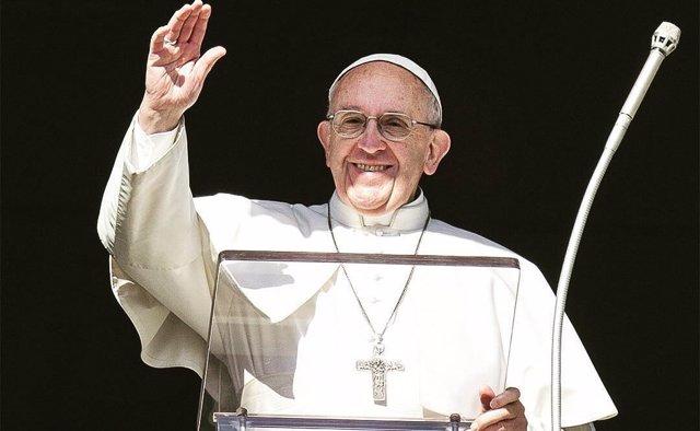 El Papa Francisco saluda en una imagen de su cuenta de Instagram