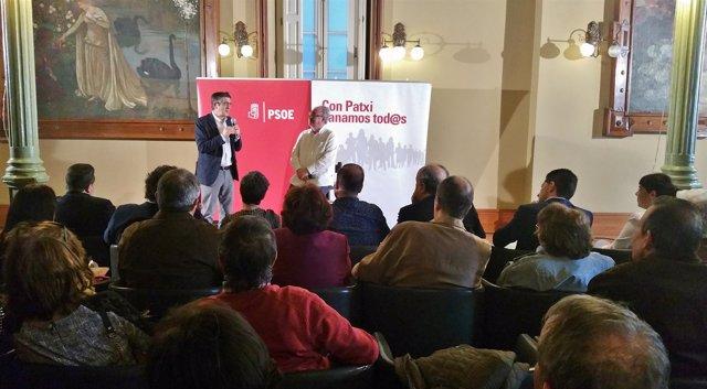 El precandidato a la Secretaría General del PSOE Patxi López en Pontevedra