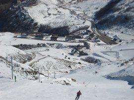 Casi 5.000 esquiadores acudieron a las estaciones asturianas este fin de semana