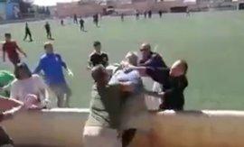 Una multitudinaria pelea entre padres obliga a suspender un partido de fútbol infantil en Alaró (Mallorca)