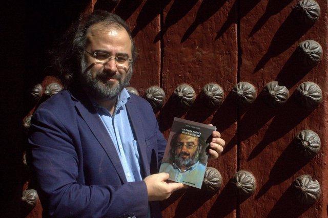 El poeta Alfredo Pérez Alencart